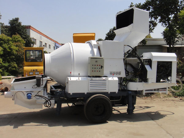 JB30R diesel concrete pump with mixer