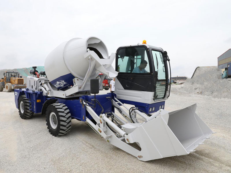2.6 m3 self-loading concrete mixer truk